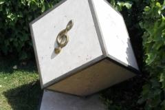 Opera d'arte marmo e metallo per giardino